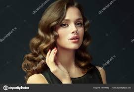 Dívka Lesklé Kudrnaté Vlasy Krásný Model žena Kudrnatý účes Péče