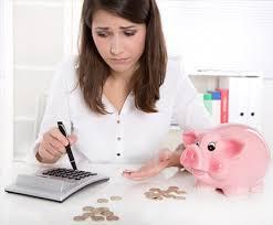 Resultado de imagem para mulher  sem controle financeiro