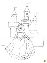 Coloriage De Princesse Disney Devant Un Chateau