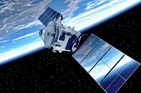 Starlink satellite with deployed solar panel (zdroj: Find Out When Spacex Starlink Satellites Will Fly Over Your City