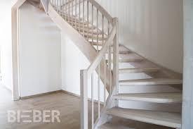 Hier haben wir eine treppe wieder verschönert mit einem wirklich tollen geländer. Offene Grosszugige Treppe Esche Weiss Tischlerei Treppenbau Gunter Bieber Individuelle Massivholztreppen