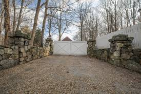 Stone Entry Gate Designs Basic Farmhouse Driveway Gate Design Matching White Picket