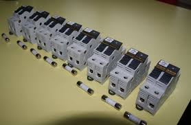 jean s von schweikert vr10 mkii system trinnov altitude32 wall sockets the cee form wall sockets are wired 3 x 0 056 square inch 3x6mm2 draka vulta mb meaning that these cee form audio groups are fully