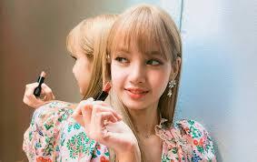 lisa black pink pamer foto di pesawat fans dia lebih cantik dari barbie