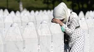 """Die Wunden sind nicht verheilt"""": Gedenken an Srebrenica-Genozid"""