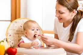 Thực đơn, chế độ và cách chế biến thức ăn dặm cho bé 7 tháng tuổi