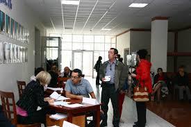 Явка избирателей на выборах в башкирский парламент оказалась ниже  Молодых избирателей впервые делавших выбор угощали шоколадными наборами такие же презенты делали и людям пожилого возраста По маленькой шоколадке вручали