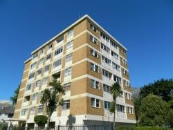 Amazing This Apartment Offers One Bedroom And Is Within Walking Distance Of UCT,  Shops And The Newlands Rugby Grounds. Units Of This Kind Are Priced In The  Region ...