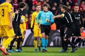 Die Lüge von Lüttich: Schiedsrichterentscheidung sorgt bei Eintracht  Frankfurt für Frust