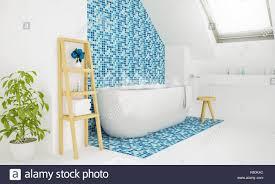 Warmes Wasser Bad Dachgeschoss Badezimmer 3d Rendering Stockfoto