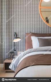 Luxus Schlafzimmer Mit Braun Bett Und Kissen Schwarz Lampe Auf