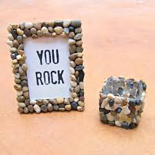 pebble and stone crafts you rock frame diy ideas using rocks stones and