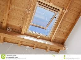 Hölzernes Oberlicht Fenster Stockfoto Bild Von Roofer Decke 84934746