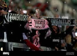 Turin, Italien. Oktober 2021. Fan von Juventus FC während Juventus FC vs.  AS Roma, Italienisches Fußballspiel Serie A in Turin, Italien, Oktober 17  2021 Quelle: Independent Photo Agency/Alamy Live News Stockfotografie -  Alamy