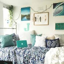 dorm decoration ideas love this room gallery wall decorating for