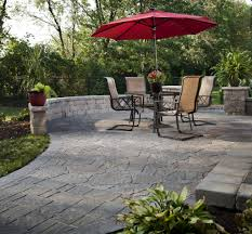 comparing pavers and flagstone