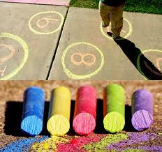 Изучаем английский в движении популярные подвижные игры Для подвижной игры letters and numbers нужно будет нарисовать мелками круги и разместить в них буквы