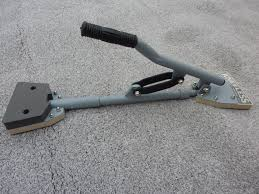 carpet stretcher. 2the kneeless offers both a side and length stretch in one motion. this allows precise control of tension placement with an over all even stretch. carpet stretcher -