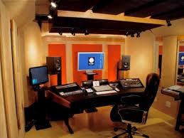 Selain kedap suara, desain sebuah studio musik juga harus dapat mengurangi pantulan bunyi. Desain Interior Studio Musik Igp Jasa Desain Interior Jakarta