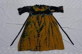 Siapa saja yang menggunakan baju sabrina ini akan terlihat lebih simpel dan juga terkesan santai dan casual. Baju Anak 0004 Nida Sasirangan