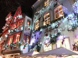 Le decorazioni natalizie per esterni crea la casa