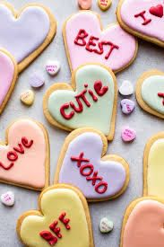 Decorated conversation heart sugar cookies for Valentine's Day! Recipe on  sallysbakingaddiction.com