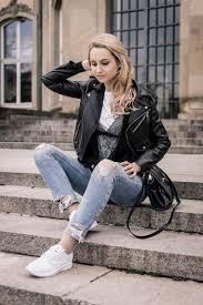 ootd outfit post leather jacket blue jeans zara white sneakers vans blonde bloger girl lookbook