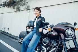 女性編バイクのヘルメットを取った後のぺちゃんこヘアをどうする