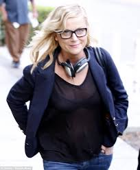Amy Poehler Birth Plan Amy Poehler Takes Off Her Wedding Ring As She Steps Out In See