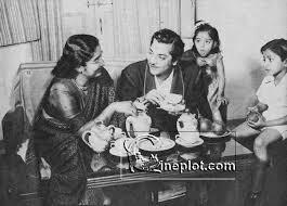 Pradeep Kumar with his wife and children (1956) – Cineplot.com