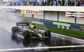 (.) das eindringliche, heftige und entsetzliche ausmaß des unfalls war scheußlich, und doch blieb grosjean relativ unversehrt, ein bemerkenswertes zeugnis für das unermüdliche sicherheitsstreben des sports.« Ayrton Senna Unfall Tod 1994 Und Vermachtnis Fur Die Formel 1