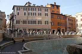 Dieser stadtteil lädt zu einem entspannten tag voller sightseeing und erkundungstouren ein. Trevi Brunnen Und Die Spanische Treppe In Rom