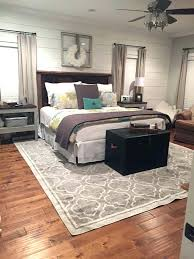 rug under queen bed what size area for a
