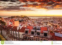 Schönes Stadtbild, Lissabon, Die Hauptstadt Von Portugal Bei  Sonnenuntergang Stockfoto - Bild von haus, stadt: 110737576