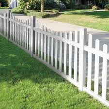 Vinyl fence styles Short Dog Ear Vinyl Fence Home Stratosphere 22 Vinyl Fence Ideas For Residential Homes