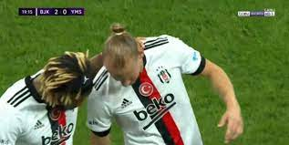 Son dakika spor haberi: Domagoj Vida Beşiktaş - Yeni Malatyaspor maçında  sakatlandı (BJK spor haberi) - Fotomaç