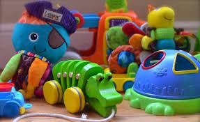 Resultado de imagen para imagenes de niños jugando con juguetes que le gustan