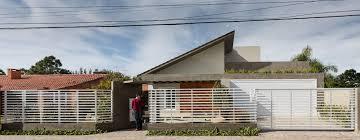 A inclinação de um telhado é medida em porcentagem (%), facilitando o processo visto que os cálculos realizados com ângulos estão mais propensos a erros. Ed82jey8jx9mum