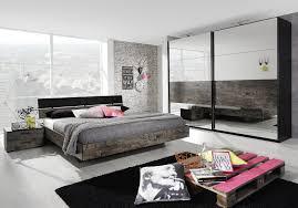 Schlafzimmer Malerisch Gestalten Schwarzes Bett Wandfarbe 15