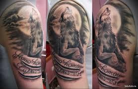 тату волк воющий на луну и надписи мужская татуировка на плече