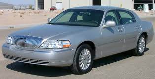 2003 Lincoln Town Car Photos, Informations, Articles - BestCarMag.com