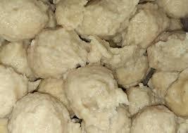 Hidangan nikmat yang satu ini dikenal sebagai makanan yang 'indonesia banget' karena populer sejak dulu di berbagai kalangan. Resep Pentol Bakso Ayam Enak Kreasi Masakan