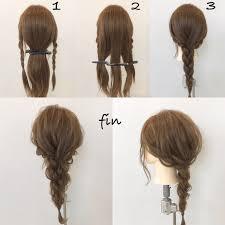 簡単に出来る三つ編みアレンジ 1サイドの髪を三つ編みします 2