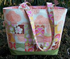 Summer Sewing: 7 Quilted Tote Bag Patterns & Pretty Patchwork Quilted Tote Adamdwight.com
