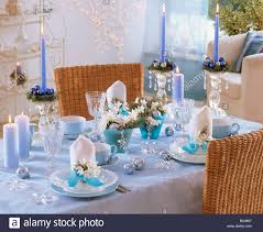 Blue & white Christmas table decorations with Tazetta narcissi