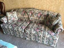 Camelback Couch: excellent condition, no signs of wear, floral pattern