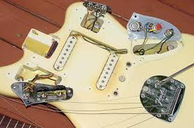 fender jaguar guitar 1962 1963 1964 1965 1966 fender jag guitar here s a good picture of the bridge mute a lot of players today remove the mute