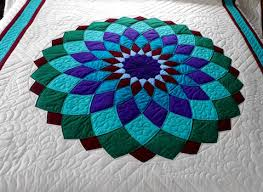 Giant Dahlia Quilt by Amish Spirit Quilts & ... Giant Dahlia Quilt Center Detail Adamdwight.com