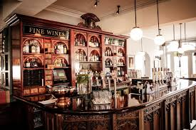 With beautiful boutique bedrooms and stylish bars both inside and out, the  Queen's Head pub in Kingston is a place to dine, drink, stay and celebrate  in ...