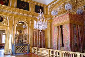 the kingus bedroom in versailles shows the opulence of the baroque style  with define opulent.